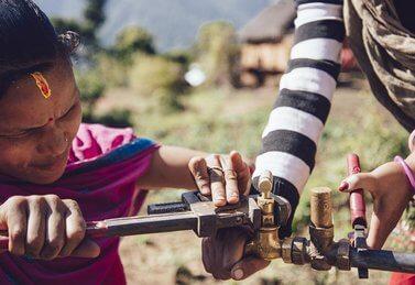 Brunnenreparatur in Nepal